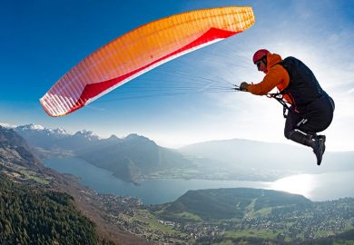 Master a spiral dive in paragliding